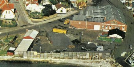 Kullageret på Sæby havn med gødningslageret i baggrunden.