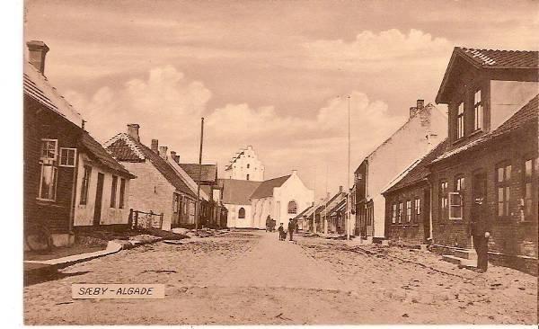 Strandgade mellem kirken og havnen