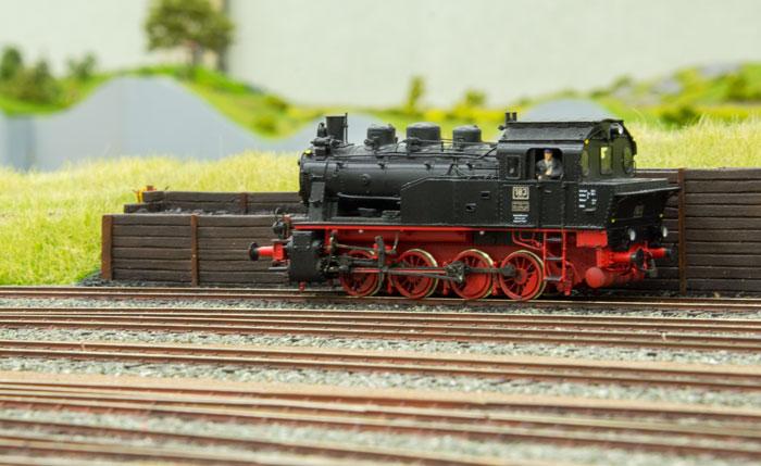 Damplokomotivet DRG 183 i venteposition