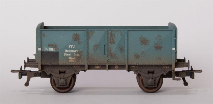 FFJ PU 1217.  Desværre er grundfarven forkert, så vognen skal ved lejlighed males grå.