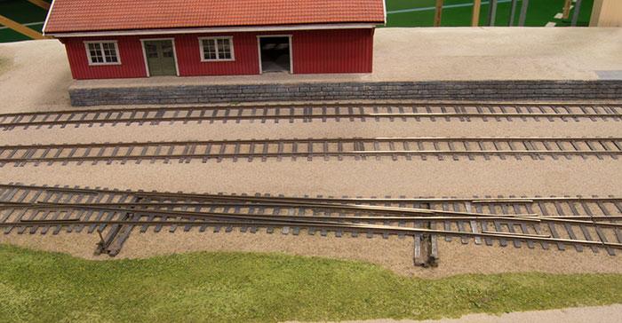 Håndbyggede sammentrukne sporskifter på norsk modul