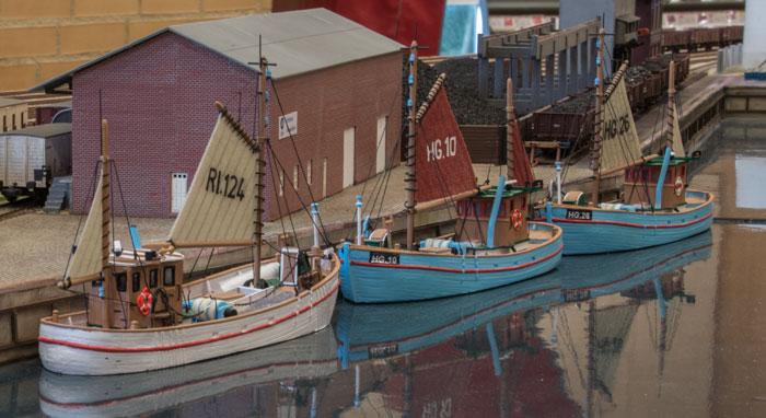Fiskekuttere på Hirtshavn.  Igen rigtig flotte modeller, som også minder mig om Sæby havn da jeg var knægt