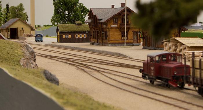Isaker station