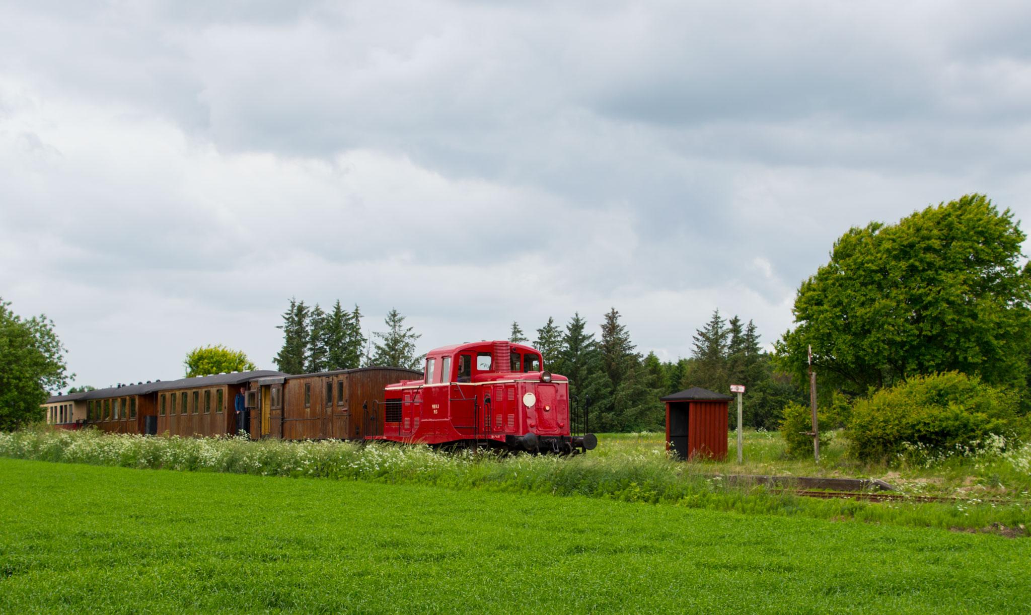 Tog trukket af MHVJ M 5 ved Glenstrup trinbræt