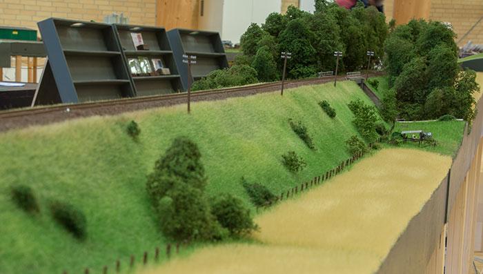 Torben Muncks moduler med banedæmning og vejbro